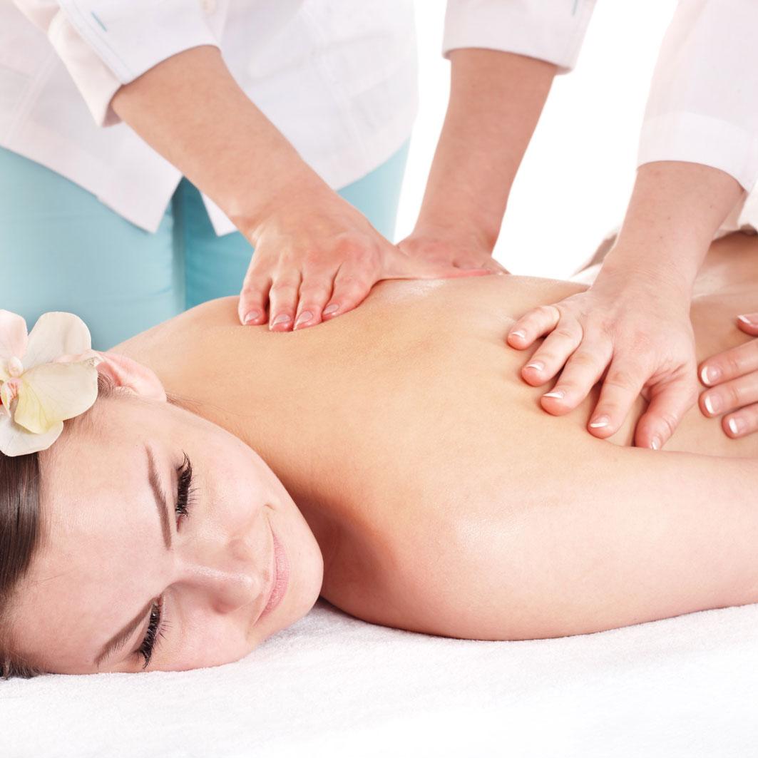 Rozmazlovací smyslná čtyřruční masáž
